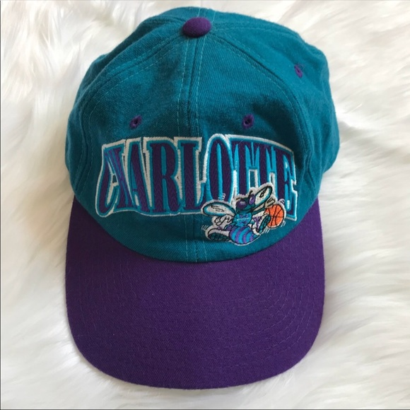 358908a4dac8a Vintage 90s Charlotte Hornets Starter Snapback Hat.  M 5a7f6341a825a6aeb9954b76